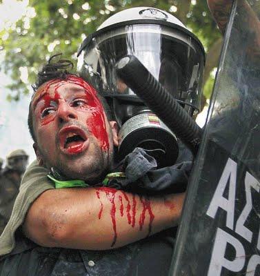 La lucha de Grecia contra el saqueo en unas imágenes de impacto  1-1-9-thumb-large