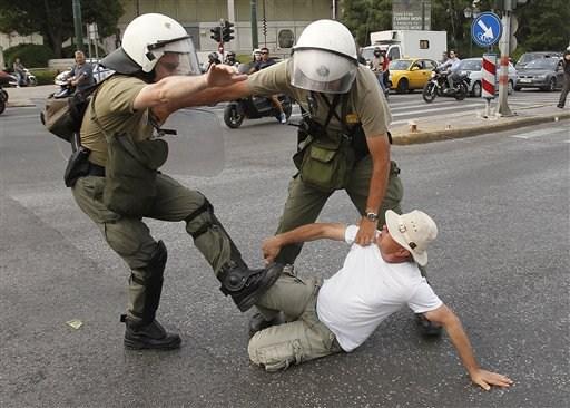 La lucha de Grecia contra el saqueo en unas imágenes de impacto  1ff1e6d3bd36e372ede1d212118c90