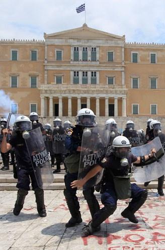 La lucha de Grecia contra el saqueo en unas imágenes de impacto  61b97757e9c79e0b6aff871c5a98