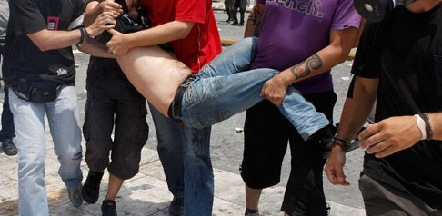 La lucha de Grecia contra el saqueo en unas imágenes de impacto  Asfwgsv