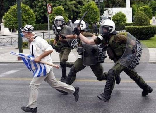 La lucha de Grecia contra el saqueo en unas imágenes de impacto  Awfas