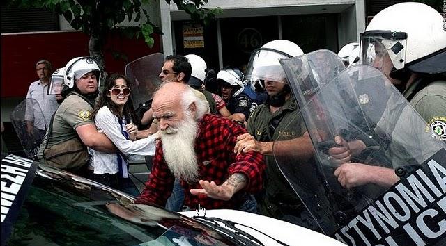 La lucha de Grecia contra el saqueo en unas imágenes de impacto  Ege
