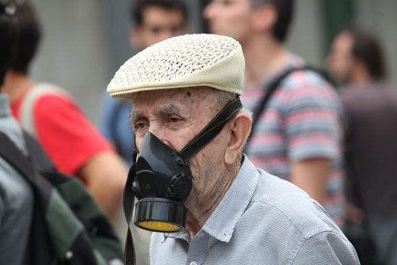 La lucha de Grecia contra el saqueo en unas imágenes de impacto  Gw