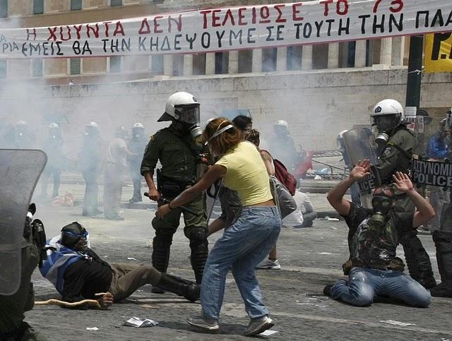 La lucha de Grecia contra el saqueo en unas imágenes de impacto  Pict34