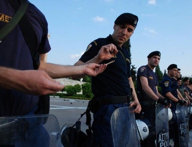 La lucha de Grecia contra el saqueo en unas imágenes de impacto  Safasfafsas