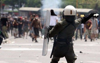 La lucha de Grecia contra el saqueo en unas imágenes de impacto  Tromaktiko51