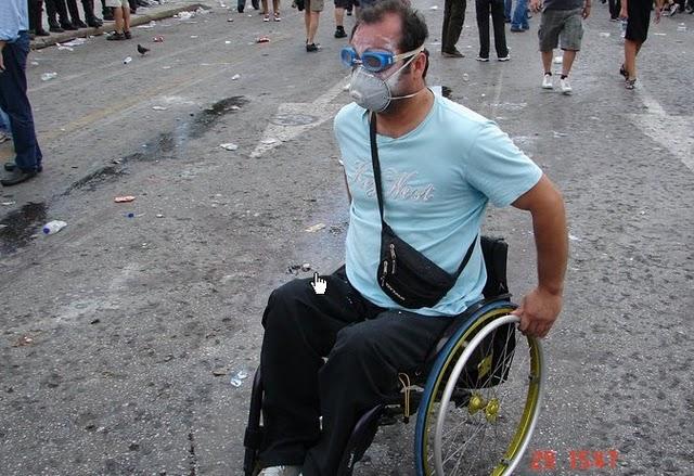 La lucha de Grecia contra el saqueo en unas imágenes de impacto  Yw3ytww4weyweywye